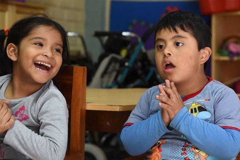 ür Kinder mit Behinderung Yasmin und Josep im Zentrum Yancana Huasy fin Lima, Peru.