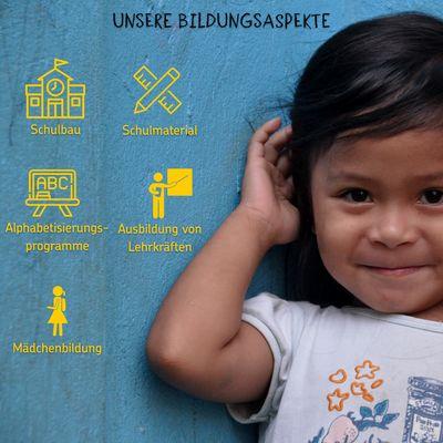 Auf dem Foto ist ein asiatisches Mädchen abgebildet. Sie befindet sich am rechten Bildrand und lächelt. Links sind mehrere Textfelder mit Piktogrammen zu Schulbau, Alphabetisierungsprogrammen, Mädchenbildung, Ausbildung von Lehrkräften und Schulmaterialien.