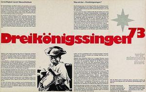Ein Plakat der Sternsinger von 1973. Das Plakat ist schwarz- weiß. In der Mitte steht in roter Farbe Dreikönigssingen ´73. Auf dem Plakat ist auch viel Text der die Hintergründe der Aktion erklärt.