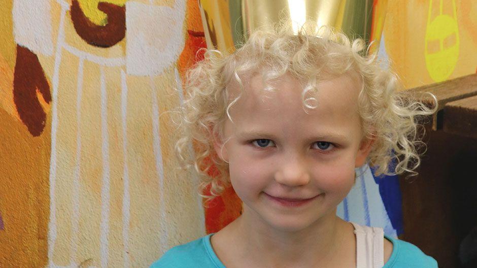 """""""Ich wünsche mir, dass es allen Menschen gut geht. Deshalb ist es wichtig, dass wir in Deutschland Spenden sammeln, damit die Menschen hier mit anderen teilen."""" Amalia, 8 Jahre"""