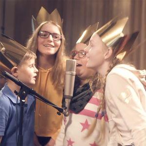 Sternsinger-Kinder aus dem Bistum Erfurt singen den Sternsinger-Song im Tonstudio