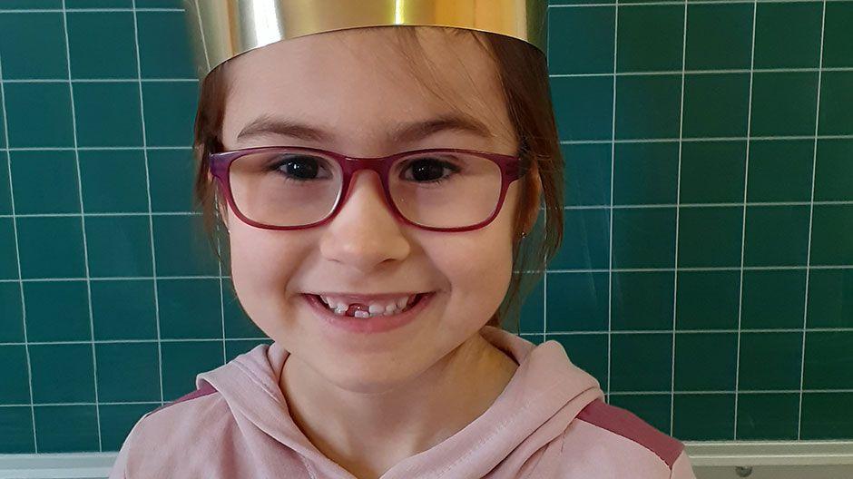 """""""Die Sternsingeraktion ist in jedem Jahr wichtig. Wir Kinder der Sternsingerschule freuen uns immer besonders auf diese Aktion. Sie findet immer draußen statt, also finden wir auch in diesem Januar eine sichere Lösung – Hauptsache, wir helfen Kindern weltweit!  Ich freue mich, wenn andere sich freuen – deshalb bin ich wieder dabei!"""" Matilda, 7 Jahre"""