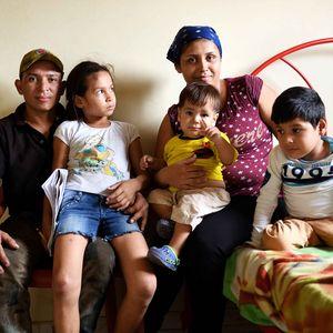 Majoris (8) lebt seit der Flucht mit ihren Eltern Hector Jimenez (30), Jennifer Araujo (22) und den Geschwistern Yonnier (6, behindert) und Hector (1) in Cúcuta, Departamento Norte de Santander, Kolumbien; Foto: Florian Kopp