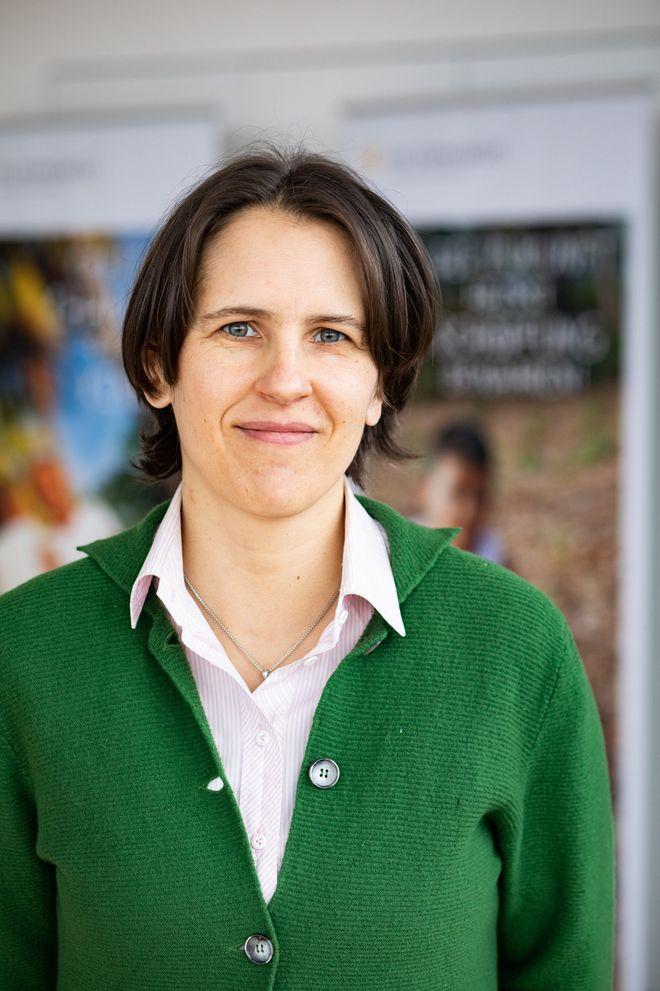 Dr. Barbara Breyhan