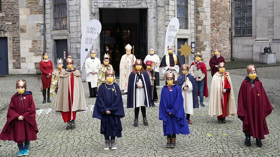 Ursprünglich waren mal 1.200 Kinder für den Gottesdienst eingeplant, daraus wurden dann zwölf Sternsinger.