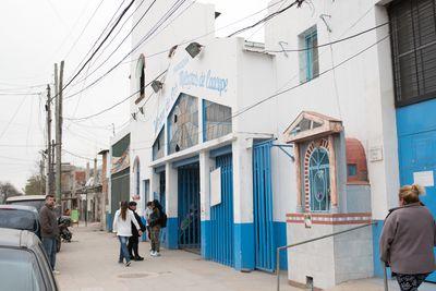 """Für viele in der Villa 21 eine wichtige Anlaufstelle die Pfarrei """"Nuestra Señora de Caacupé in Argentiniens Hauptstadt Buenos Aires."""