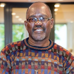Fred Amenga im Porträt.