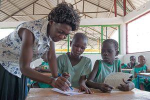 Der Sohn des Fischers in der Schule, Turkana, Kenia, 2/2016