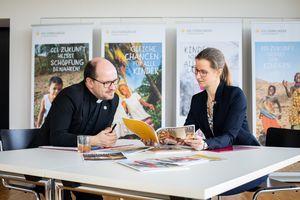 Anne Wunden, Geschäftsführerin und Pfarrer Dirk Bingener, Präsident des Kindermissionswerks ,Die Sternsinger'