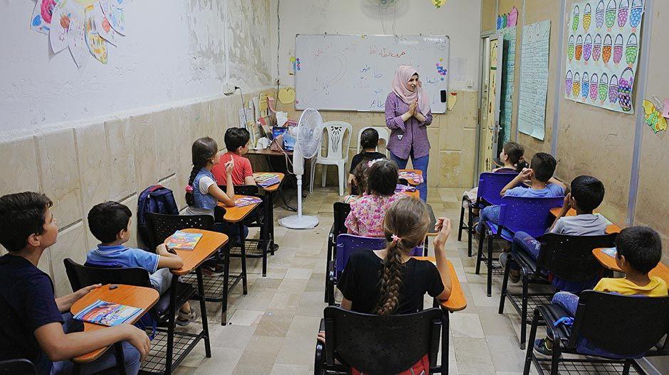 Klassenzimmer des Schulzentrums in Latakia, Syrien.